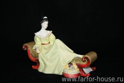 Фарфоровая статуэтка «At Ease», Royal Doulton